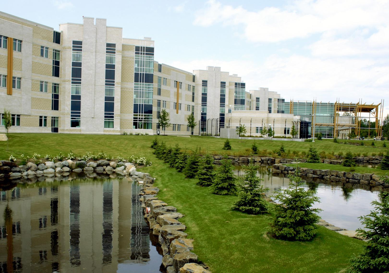 Thunder-Bay-Regional-Health-Sciences-Centre-Healthcare-Design-2003-01